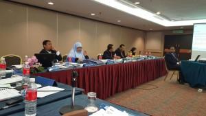 Barisan Ahli Majlis Jawatankuasa  Agung sedang bermesyuarat