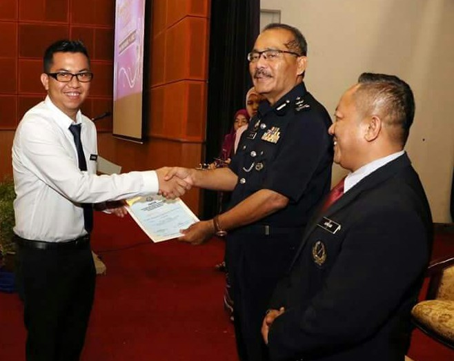 Penerima sijil penghargaan